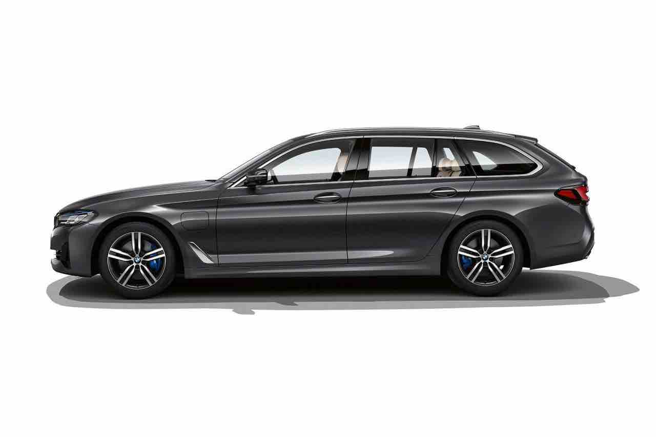 BMW 530e Touring Carrinha Híbrida Plug-in Vista Exterior